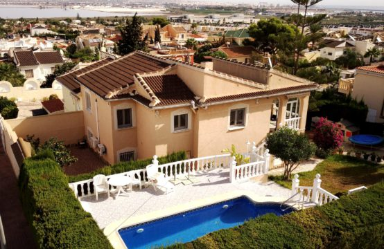 Large Semi-Detached house with private pool in Los Balcones, Torrevieja