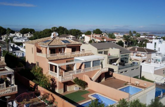 Large Beautiful Semi-Detached villa in Los Balcones, Torrevieja